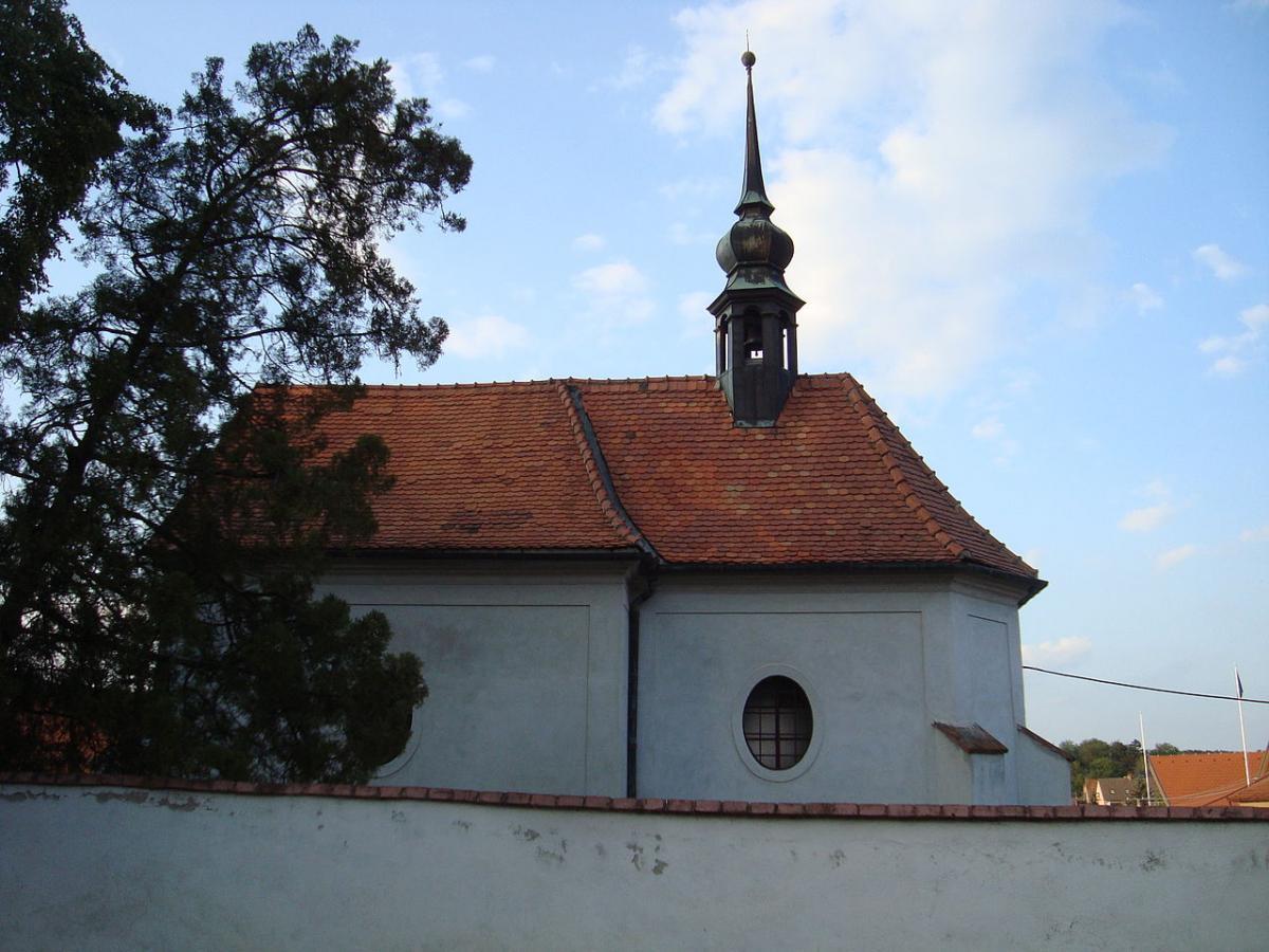 1280px-kostel_svateho_simona_a_judy_radostice.jpg